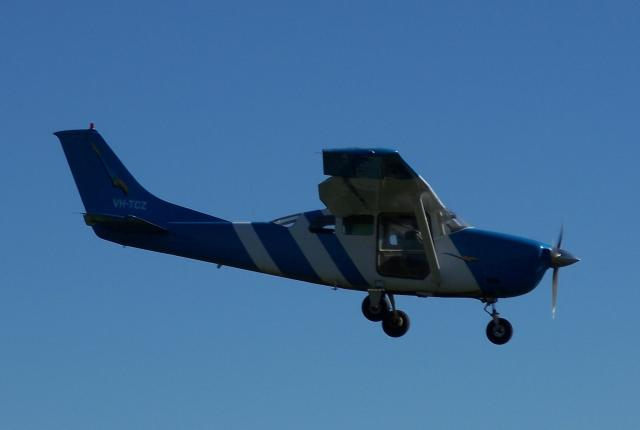 VH-TCZ Cessna P206E from Melbourne Skydive Centre