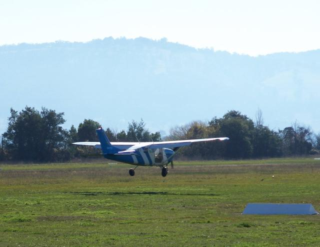VH-TCZ Cessna P206E about to touch down